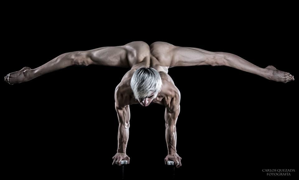 The Male Dancer Project : CORPOS- Yefim Pastrana - México. Equilibrista de Manos.