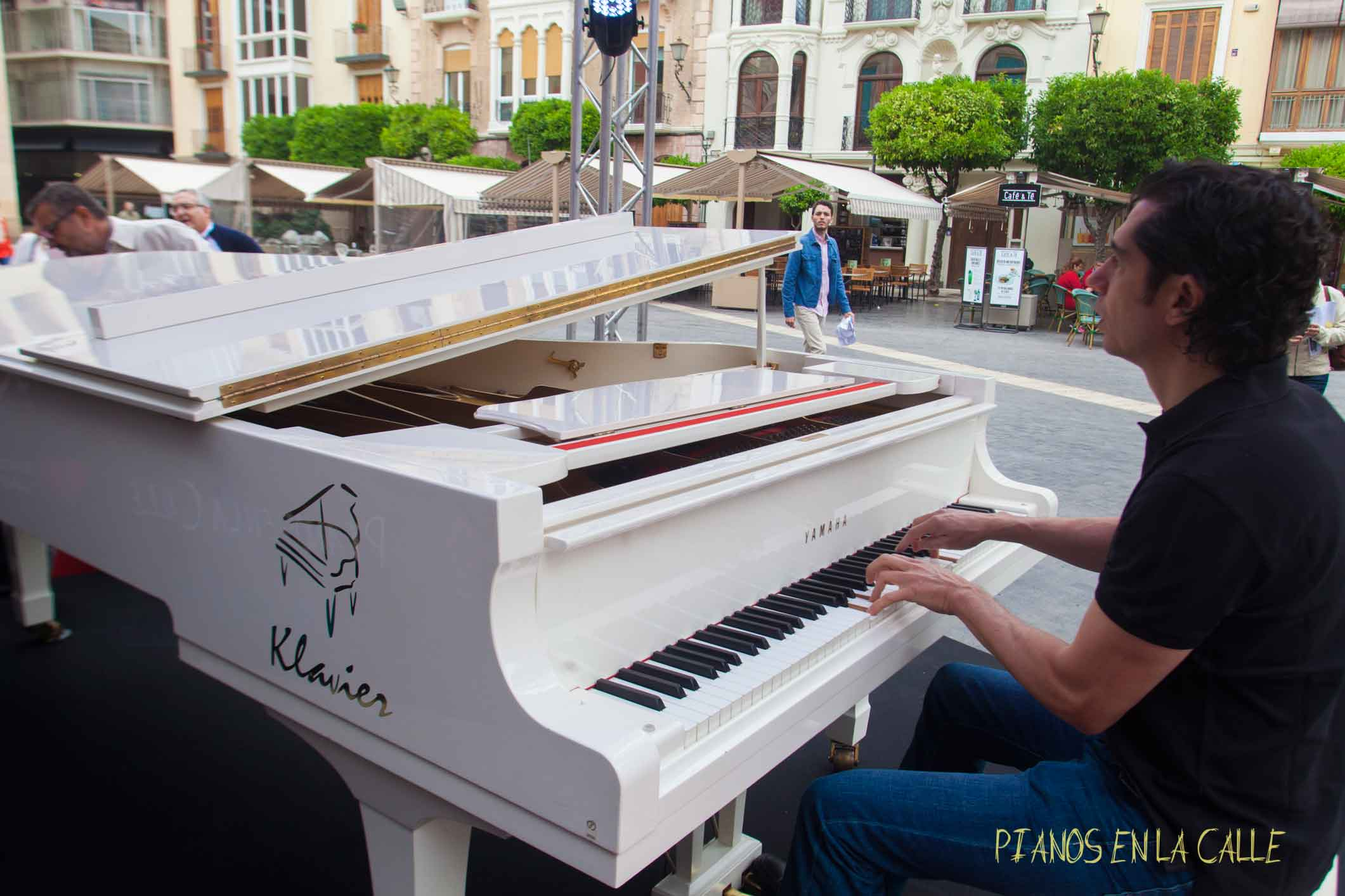 pianos-en-la-calle-klavier