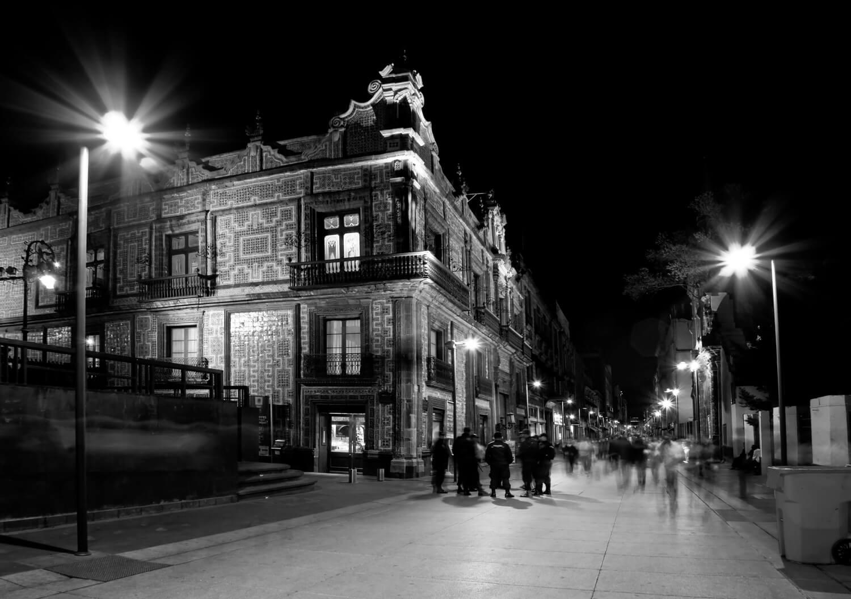 Caminar la ciudad de m xico las tres rutas preferidas de for Sanborns azulejos direccion