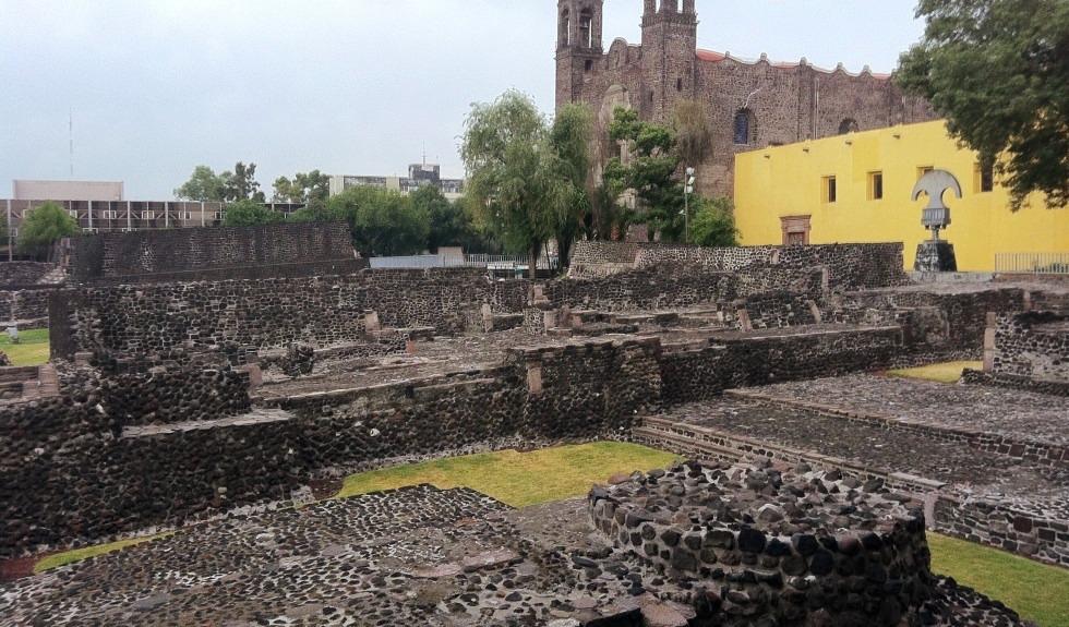 plaza-de-las-tres-culturas