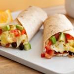 Burritos con huevo a la mexicana (Egg burrito with tomato, onion, green chili sauce)