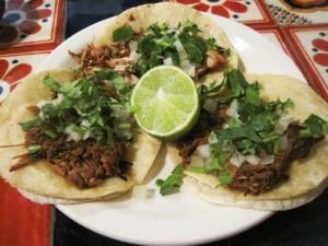 Tacos de barbacoa (Barbacoa goat tacos)
