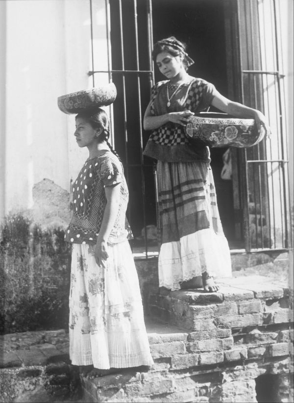 Tina_Modotti_-_Two_Women_from_Tehuantepec_with_jicalpextle_-_Google_Art_Project