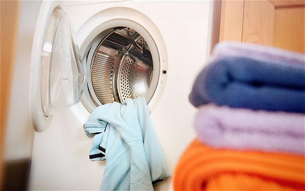 método para lavar la ropa sin usar agua