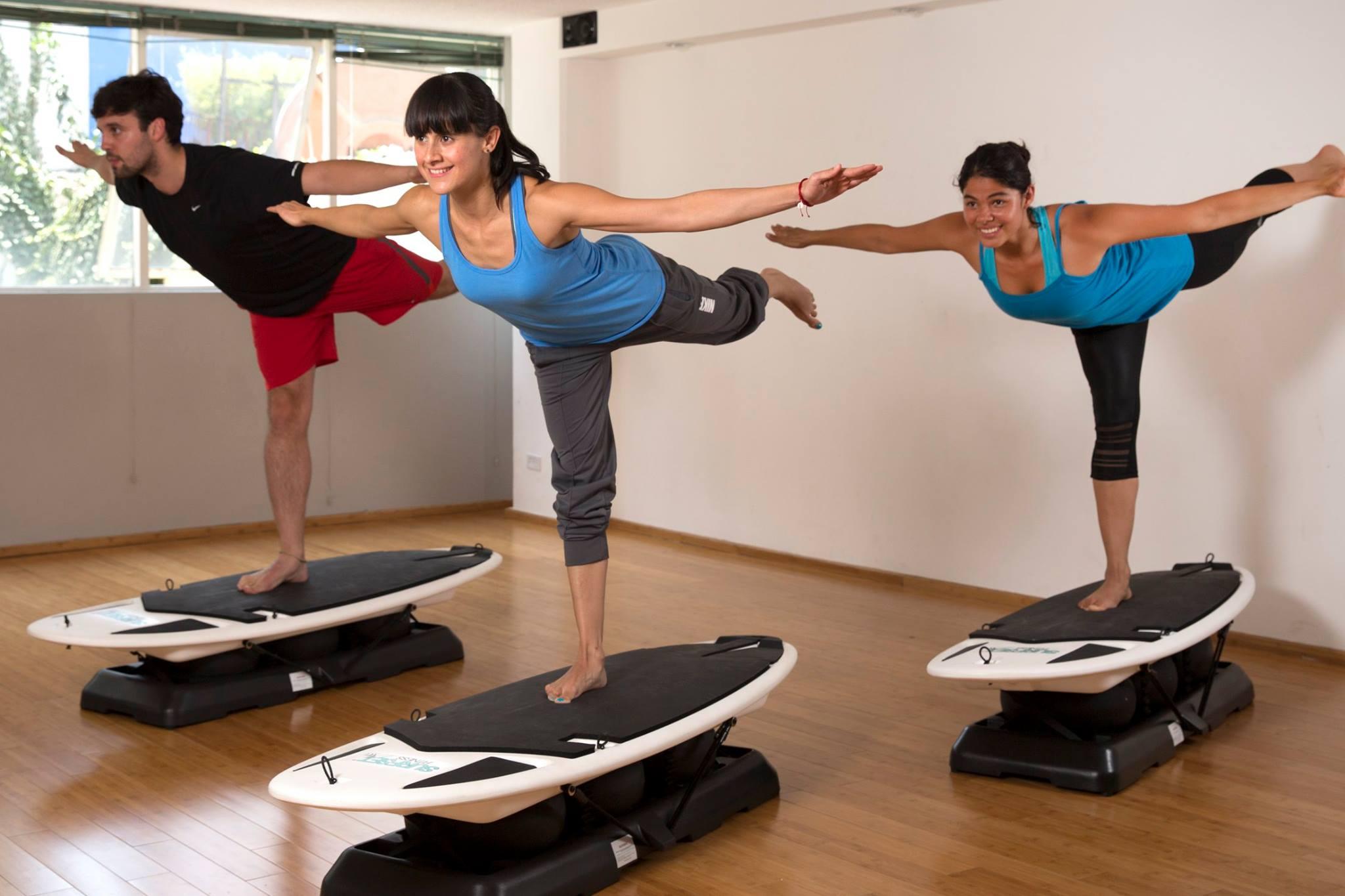 En este gimnasio aprendes a surfear mientras haces for Gimnasio las tablas