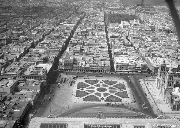 Zocalo1930panorE