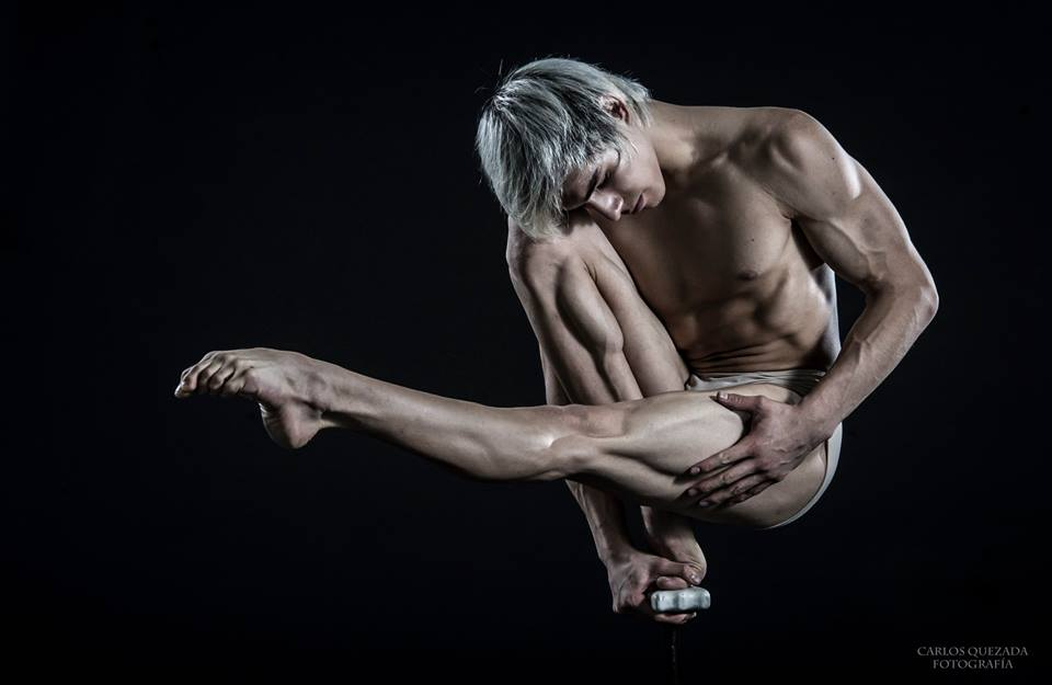 The Male Dancer Project : CORPOS- Yefim Pastrana - México. Equilibrista de Manos II.