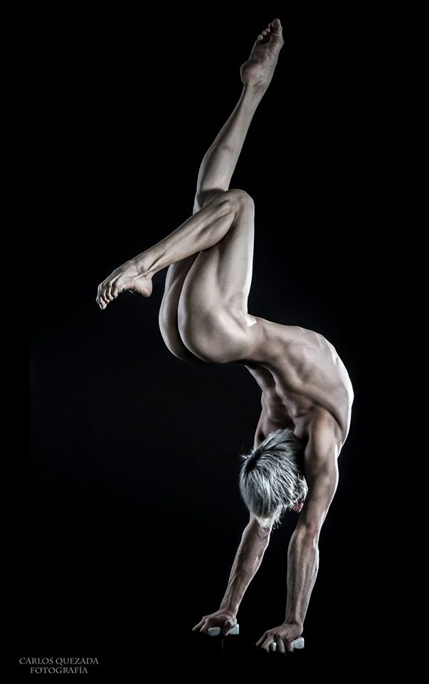 The Male Dancer Project : CORPOS- Yefim Pastrana - México. Equilibrista de Manos III.