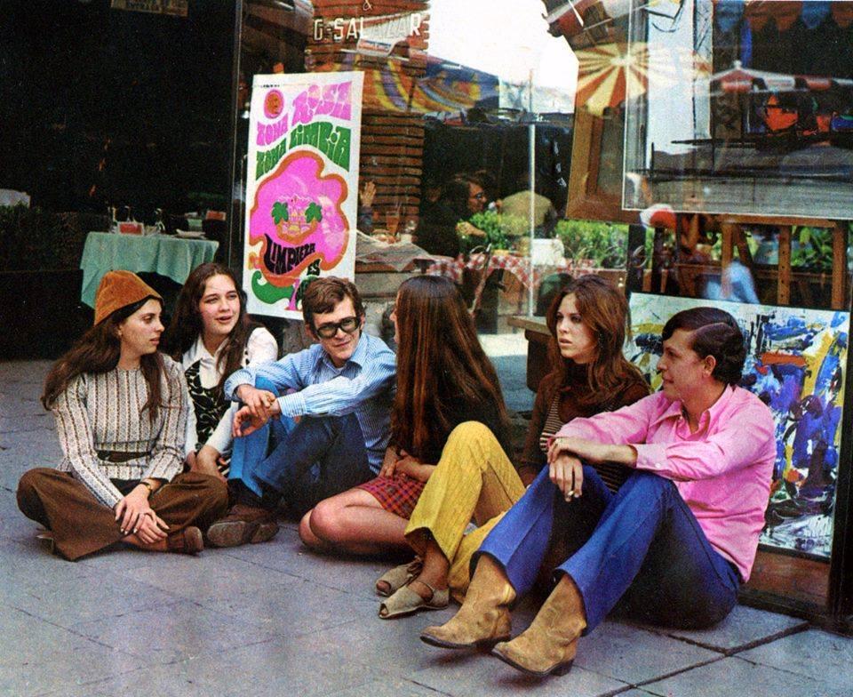 Jóvenes de la Ciudad de México en la Zona Rosa de los años 70s