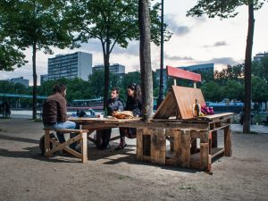 espacio-publico-parís-muebles