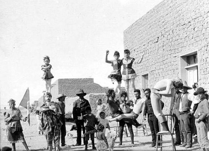 Circo callejero mexicano / Foto: El Universal / Keystone-Mast Collection