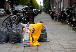 esta-bolsa-acaba-de-darnos-una-genial-idea-para-reciclar-y-compartir-lo-que-ya-no-usas