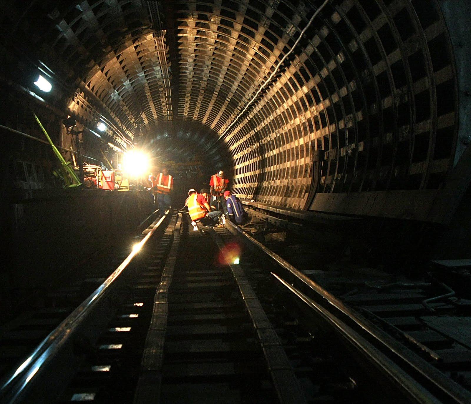 metro-vias-oscuridad