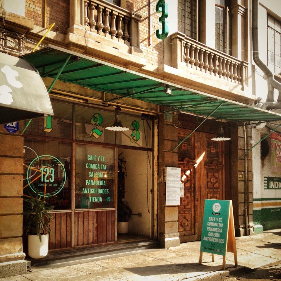 El 123 un encuentro elegante de comida thai y muebles for Muebles para restaurantes y cafeterias