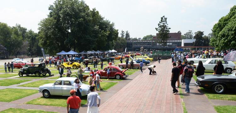 Autos clásicos en Ciudad Universitaria.
