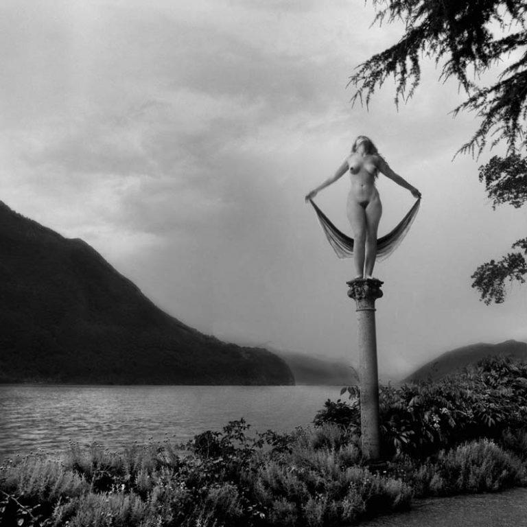 Flor gardu o la otra mirada del surrealismo mexicano for Cuarto oscuro rayos x