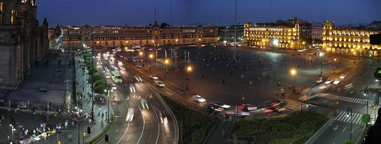 800px-Zocalo_Mexico_City_panorama_at_nightfall