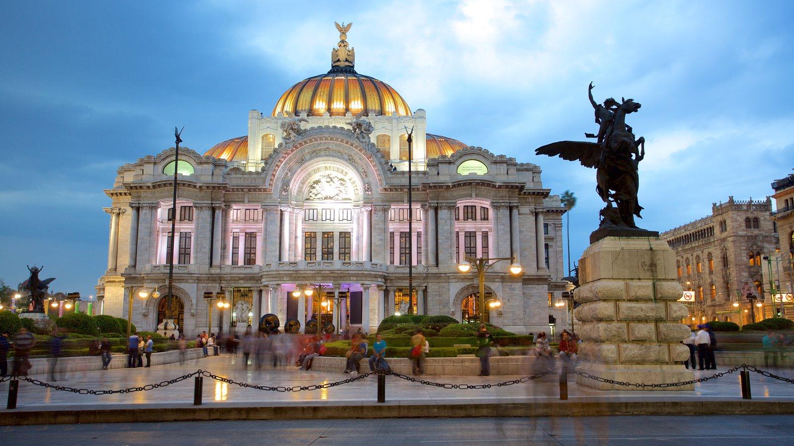 El de CDMX es uno de los centros históricos de México más bellos.