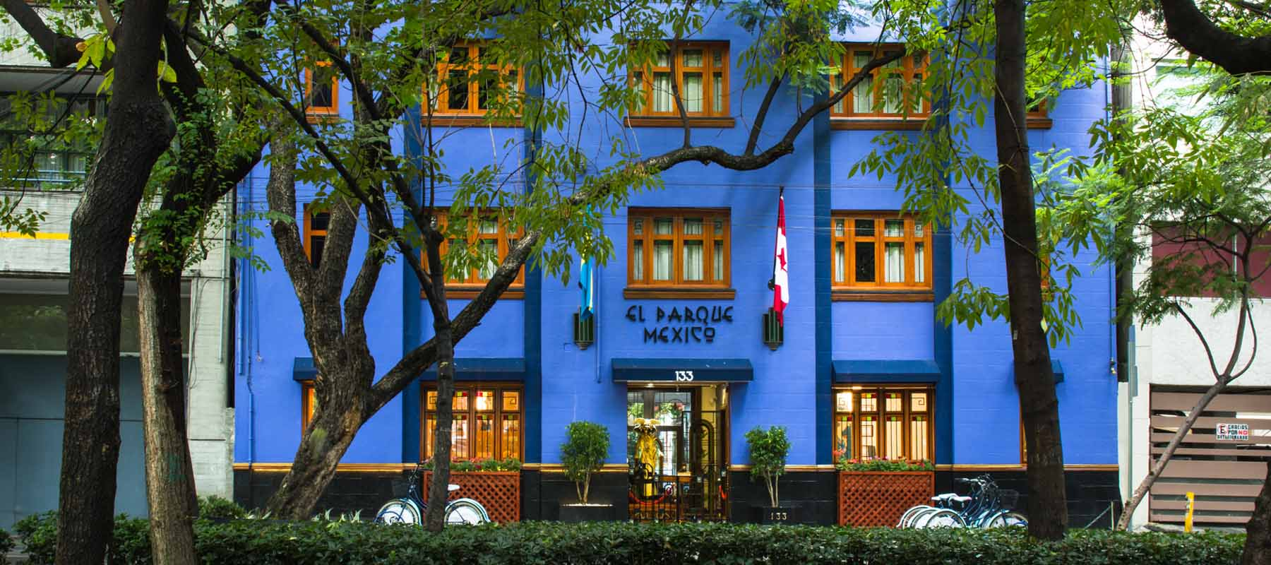 El Hotel Parque México Y Su Mágica Terraza De Motivos Mexicanos
